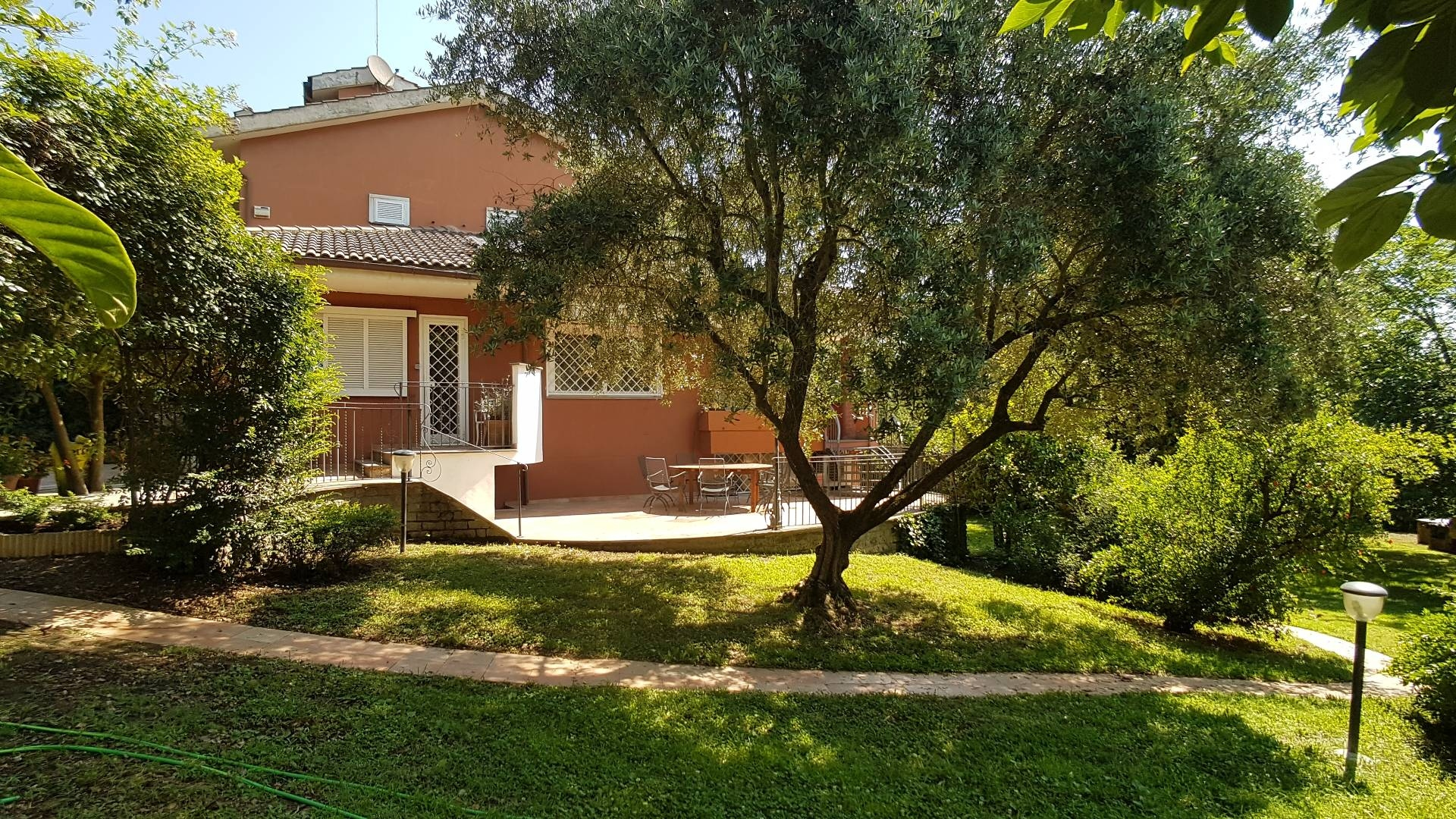 Soluzione Semindipendente in affitto a Formello, 8 locali, zona Località: PratoRoseto, prezzo € 1.500 | CambioCasa.it