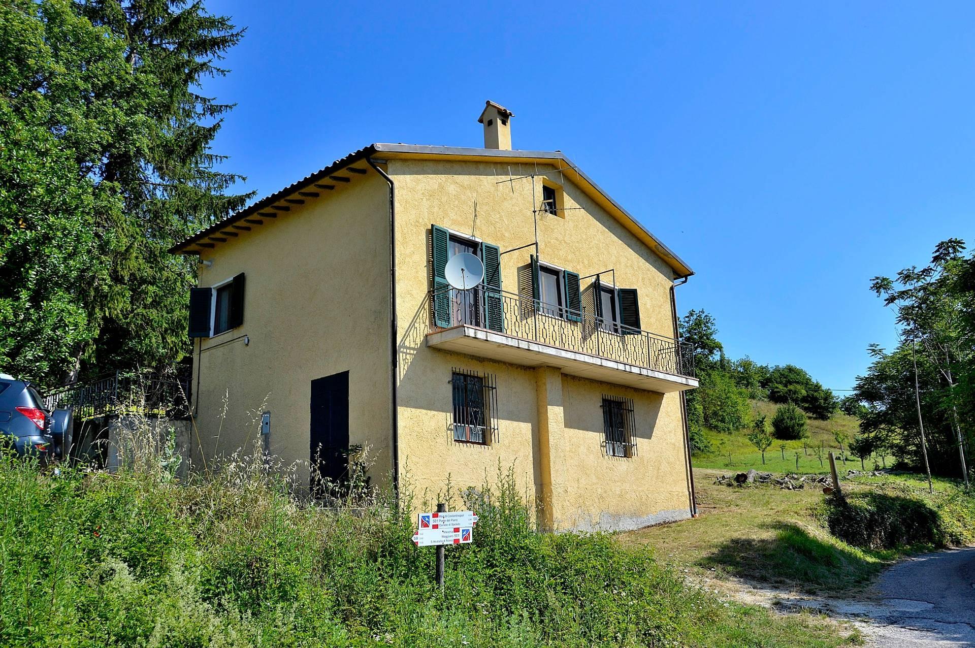 Villa in vendita a Cerreto di Spoleto, 6 locali, zona Località: Collesoglio, prezzo € 88.000 | CambioCasa.it