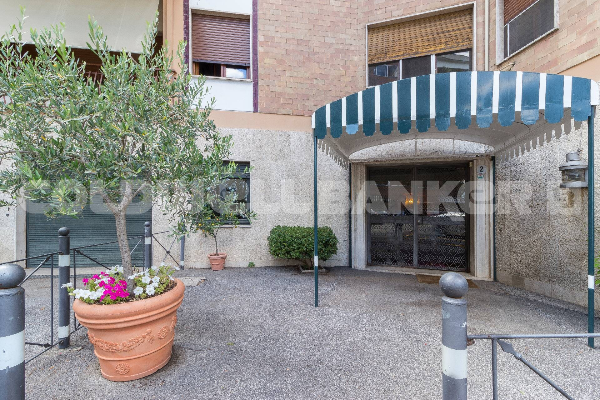 Apartment For Rent To Roma Ref Ex1132 Fleming Wiring Diagrams Area