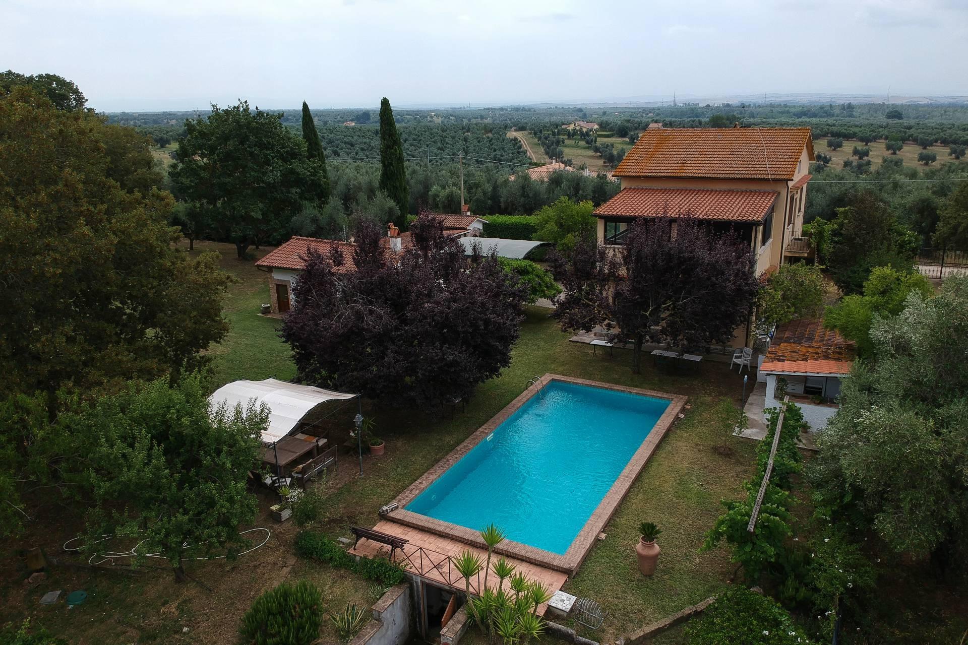 Rustico / Casale in vendita a Canino, 6 locali, zona Località: Riminino, prezzo € 375.000 | CambioCasa.it