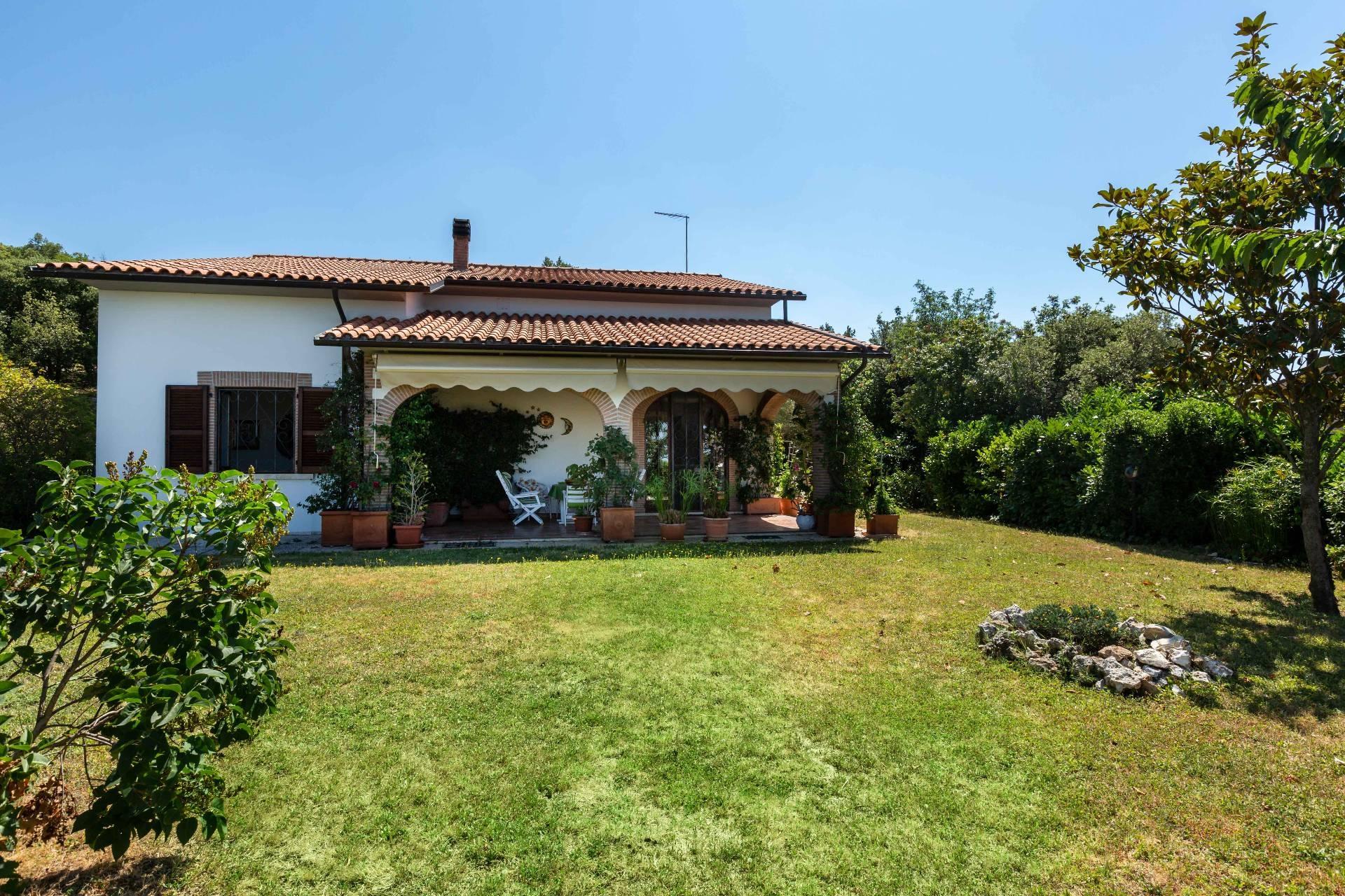 Villa in vendita a Alviano, 7 locali, zona Località: AlvianoScalo, prezzo € 225.000 | CambioCasa.it