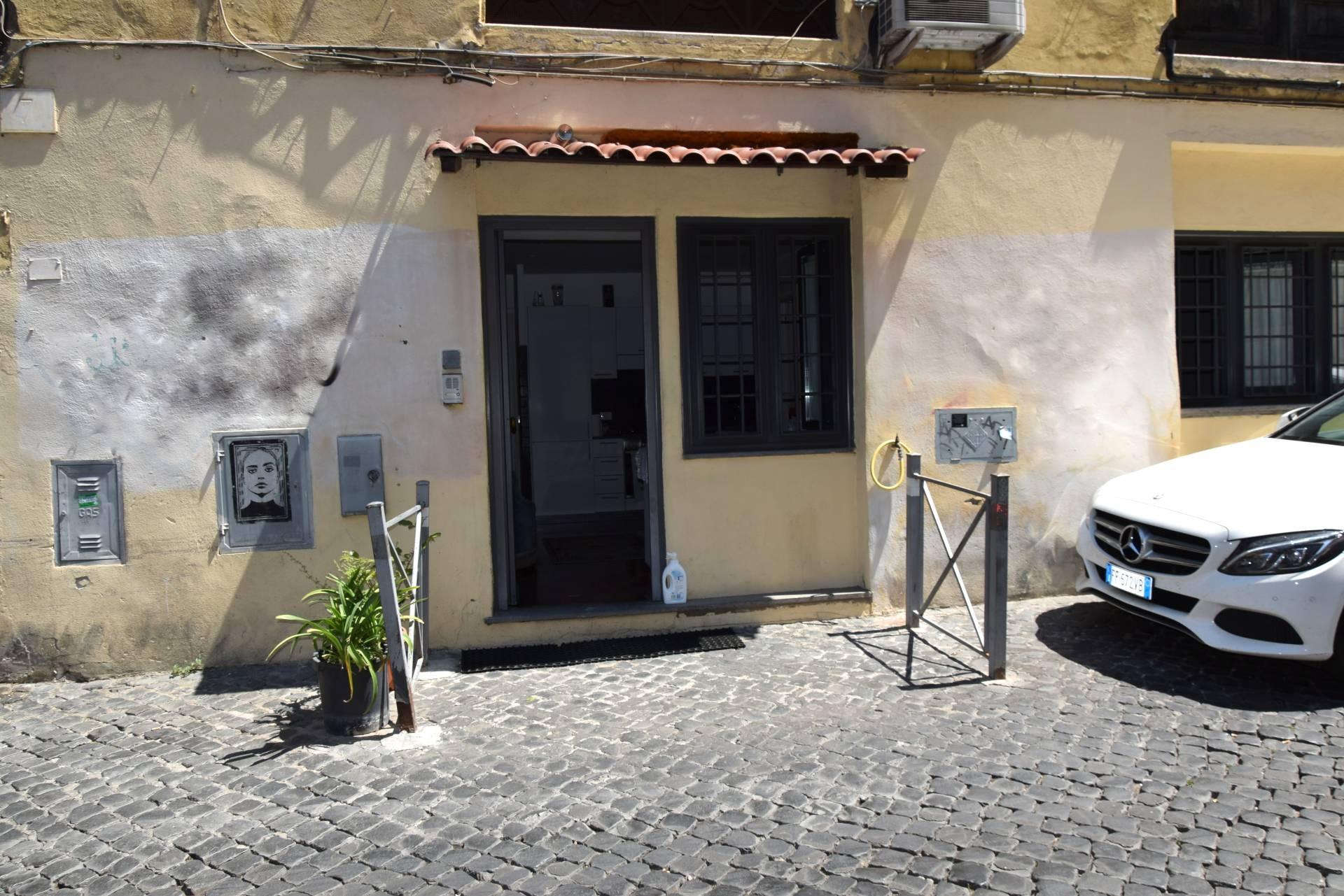 Soluzione Indipendente in vendita a Roma, 2 locali, zona Zona: 25 . Trastevere - Testaccio, prezzo € 170.000 | CambioCasa.it