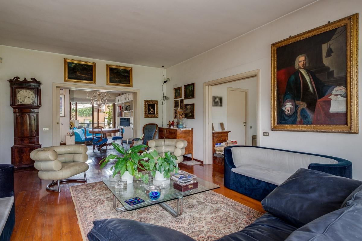 Appartamento in vendita a Roma, 8 locali, zona Zona: 42 . Cassia - Olgiata, prezzo € 700.000 | CambioCasa.it