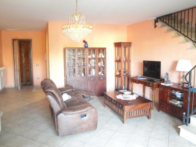 Soluzione Indipendente in vendita a Vitorchiano, 5 locali, zona Località: Paparano-Sodarella, prezzo € 220.000 | CambioCasa.it