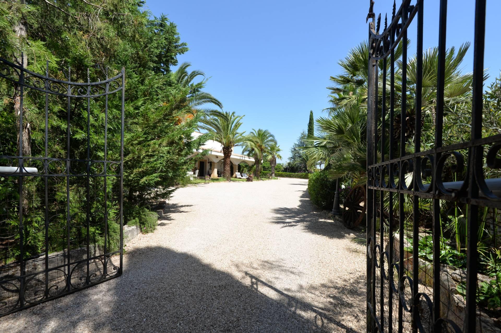 Rustico / Casale in vendita a Maruggio, 10 locali, prezzo € 760.000 | CambioCasa.it