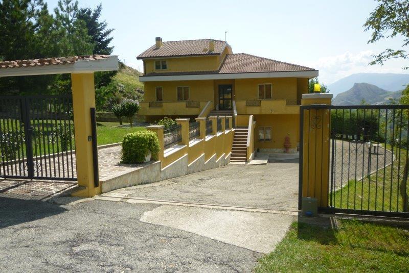Foto - Villa In Vendita  Brittoli