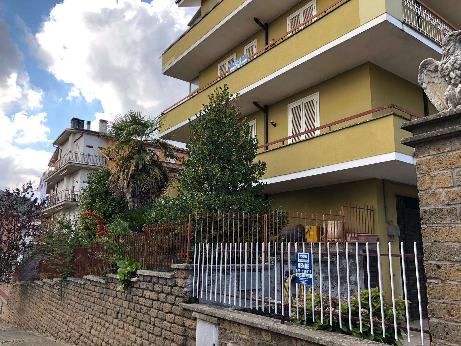 Appartamento in vendita a Canepina, 6 locali, prezzo € 70.000 | CambioCasa.it