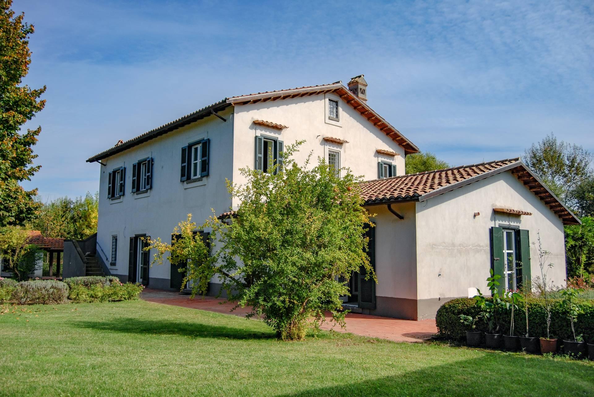 Rustico / Casale in vendita a Vitorchiano, 20 locali, zona Località: Vitorchiano, prezzo € 1.300.000 | CambioCasa.it