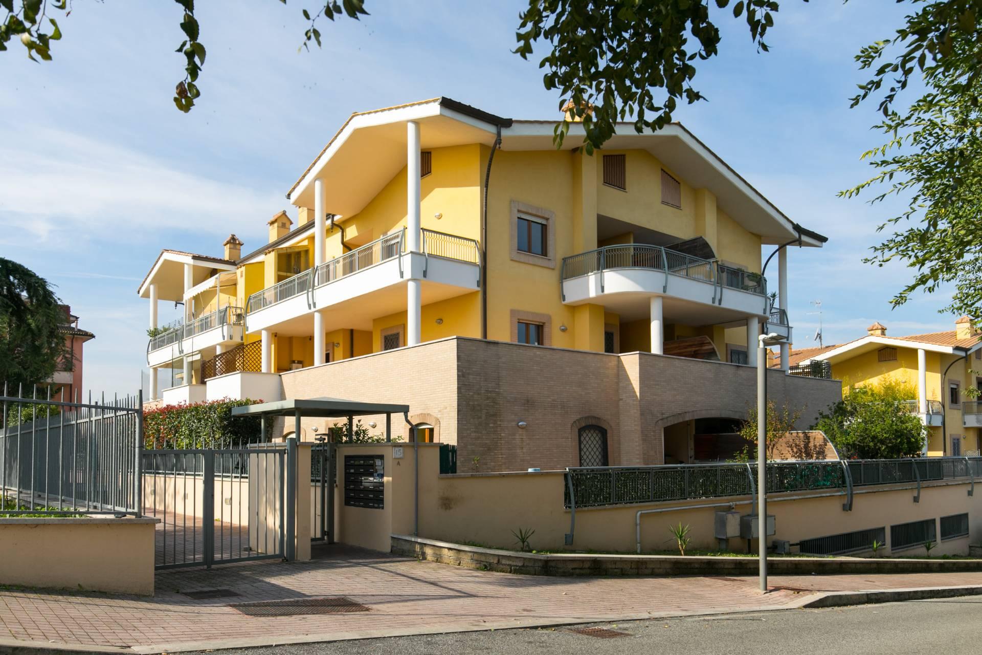 vendita appartamento roma valle muricana  150000 euro  2 locali  50 mq
