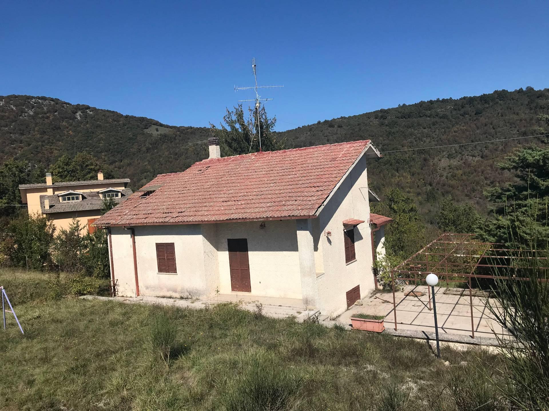 Villa in vendita a Orvinio, 7 locali, prezzo € 80.000 | CambioCasa.it