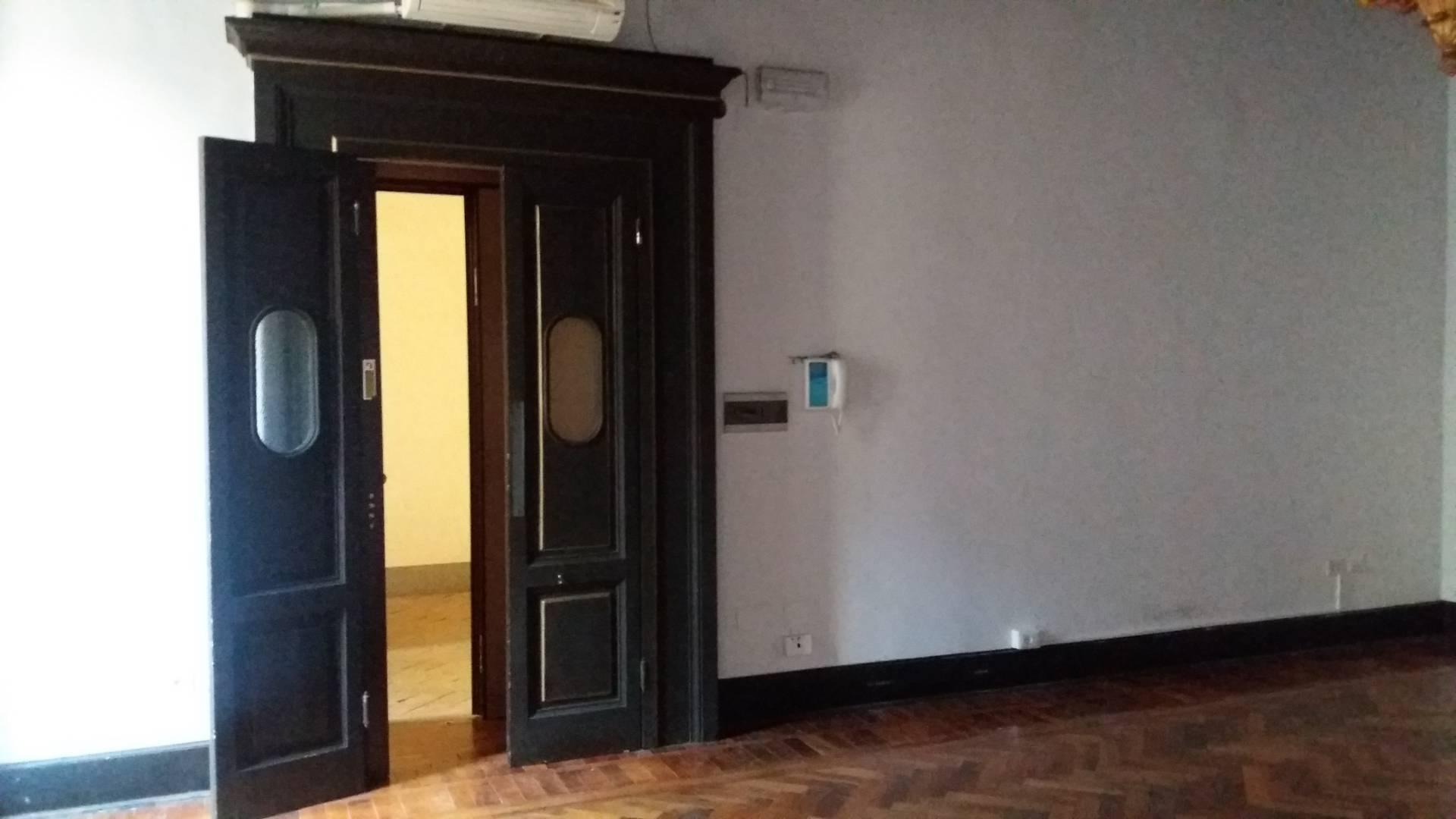Cbi072 ex1214 ufficio in affitto a roma centro storico for Affitto ufficio giornaliero roma