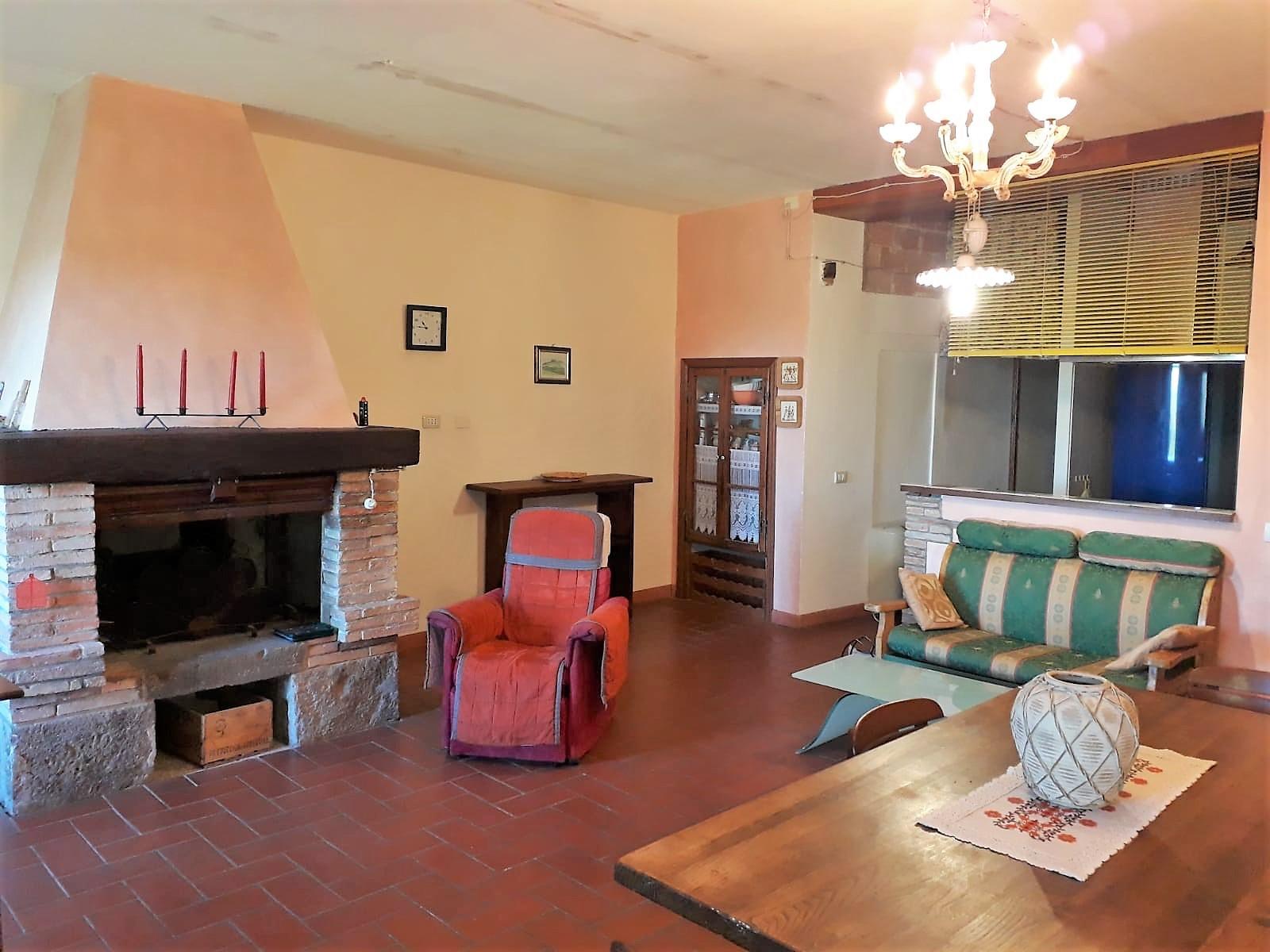 Appartamento in vendita a Castelnuovo di Val di Cecina, 3 locali, zona Località: SassoPisano, prezzo € 70.000   CambioCasa.it