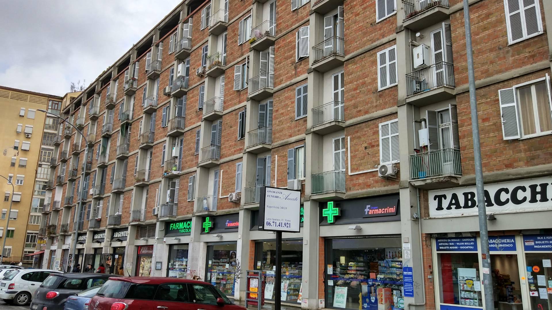 vendita appartamento roma tuscolano  225000 euro  4 locali  83 mq