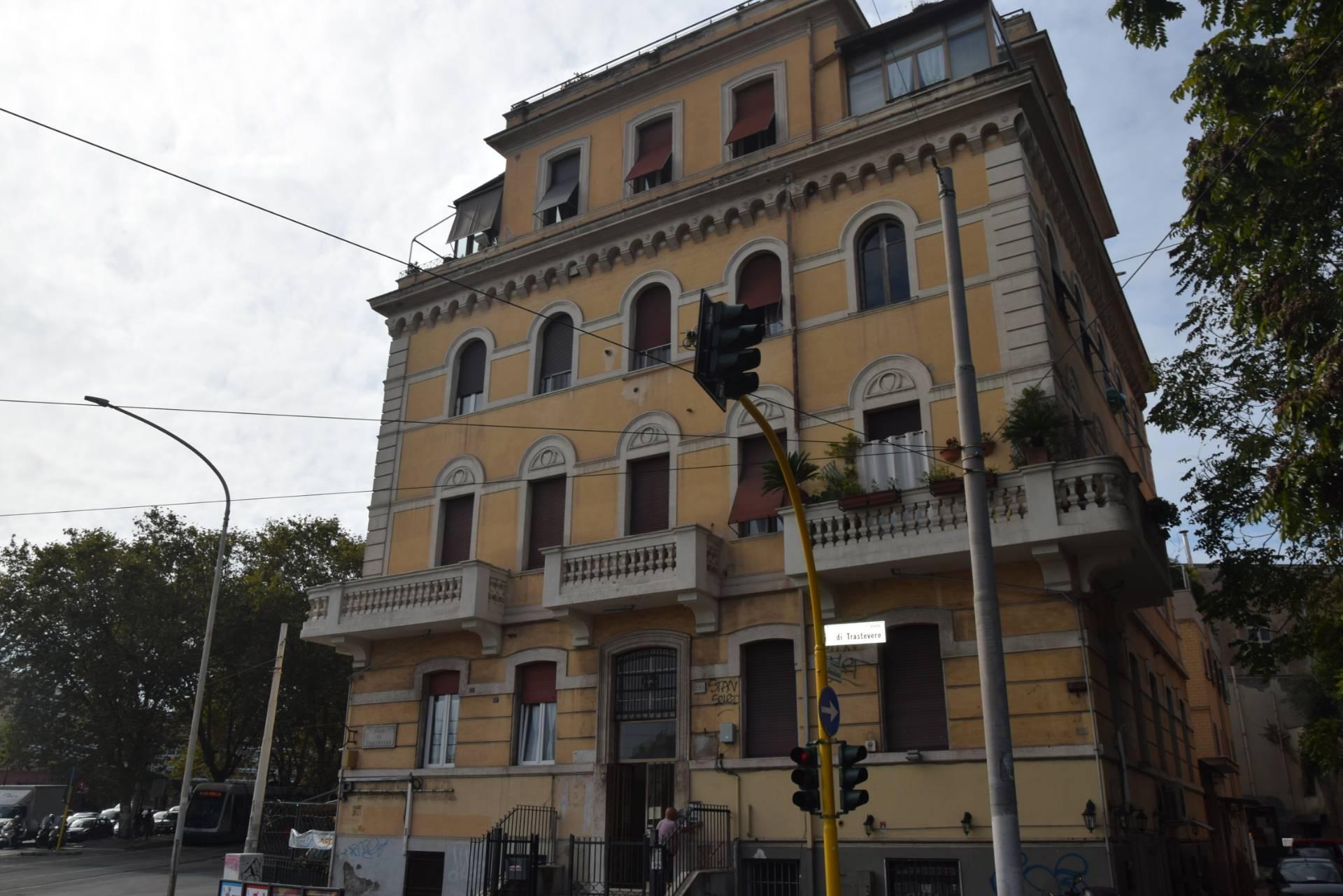 affitto appartamento roma trastevere  1600 euro  4 locali  125 mq