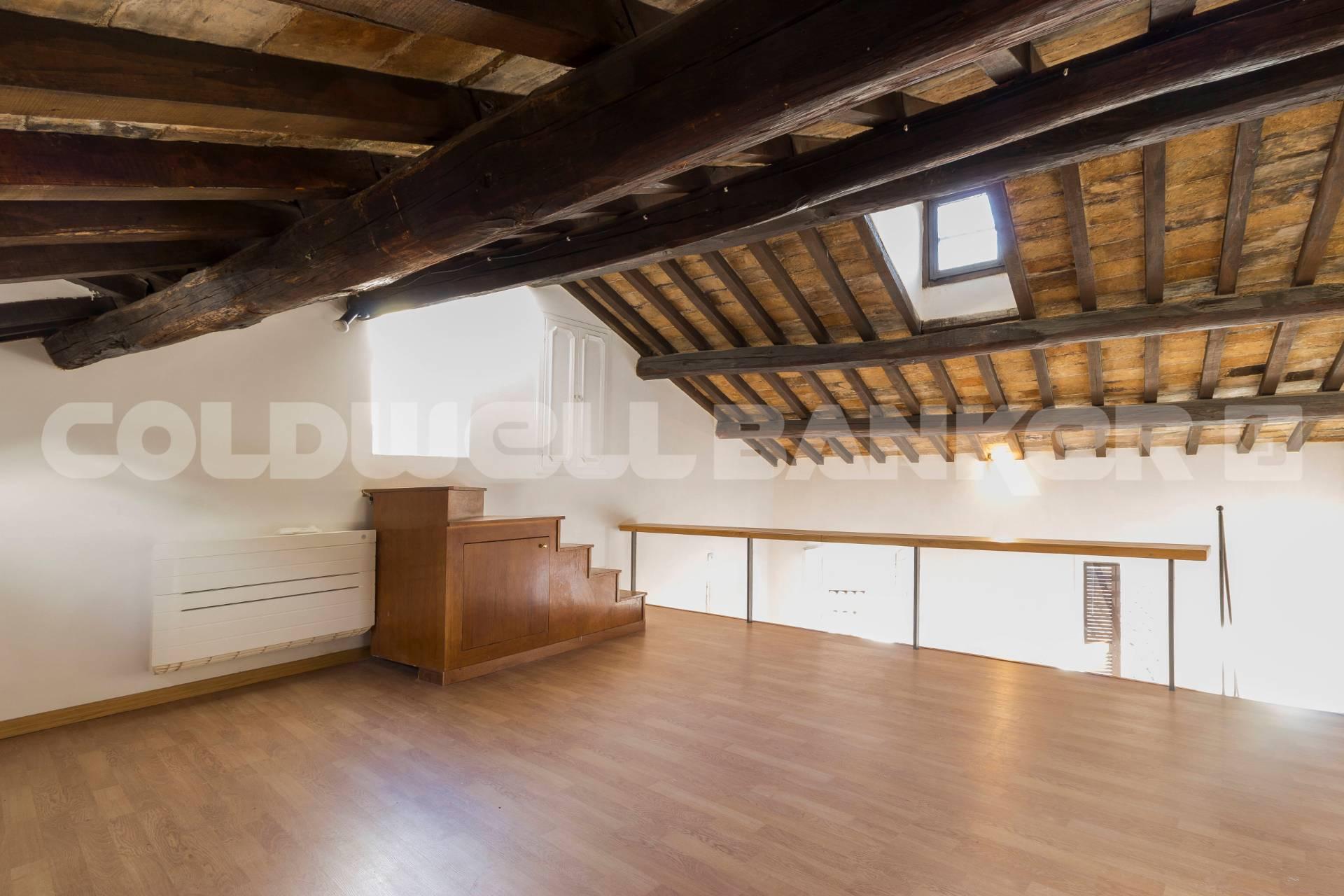 Cbi072 ex1227 loft open space in vendita a roma for Loft affitto roma