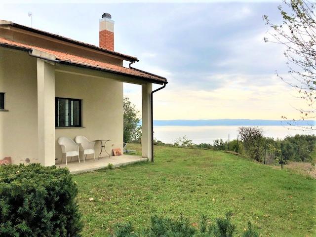 Villa in vendita a Gradoli, 6 locali, prezzo € 350.000 | CambioCasa.it