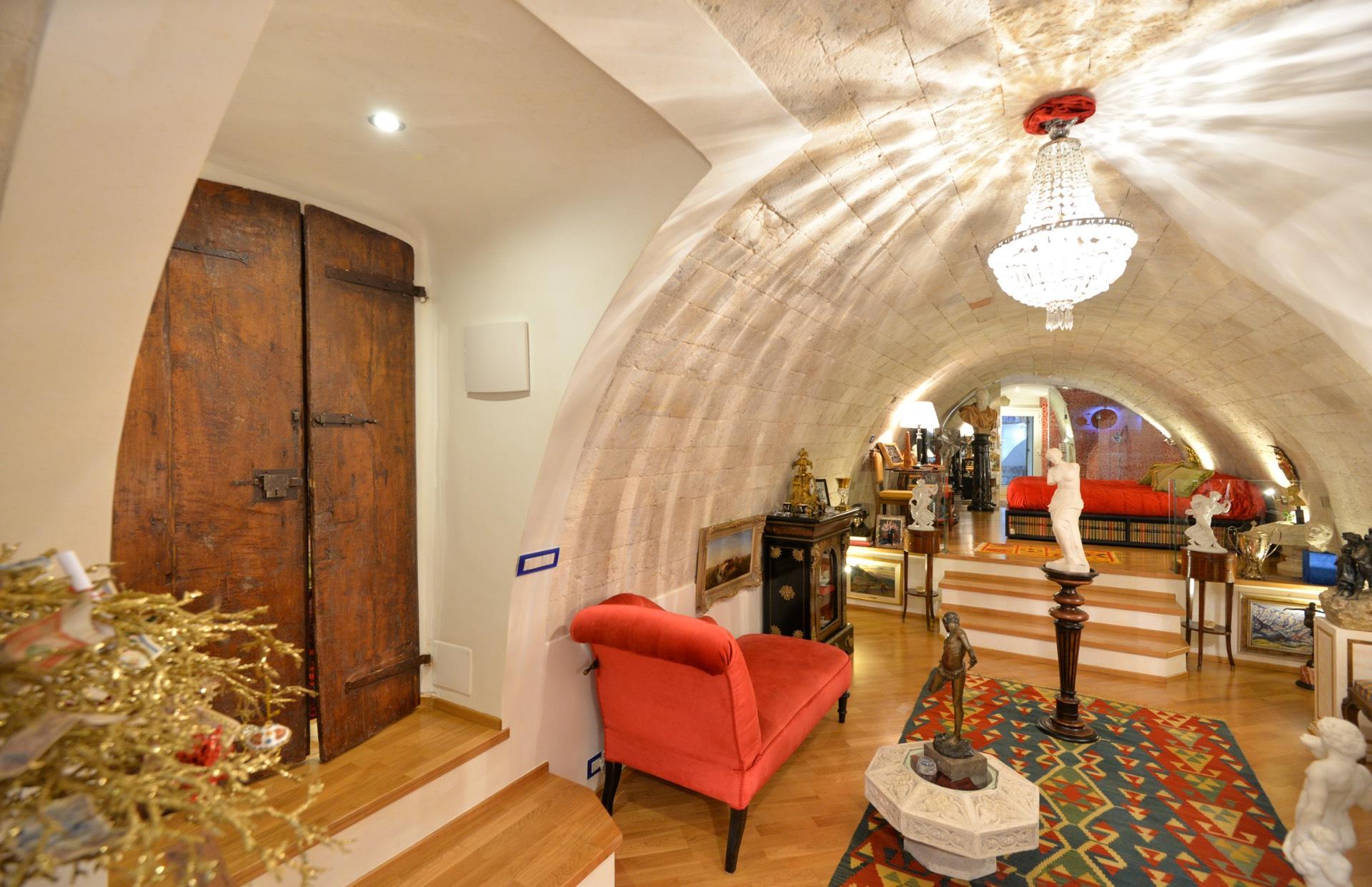 vendita appartamento bari città vecchia  370000 euro  3 locali  159 mq