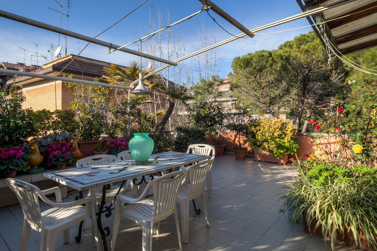Appartamento in vendita a Roma, 5 locali, zona Località: CortinadAmpezzo, prezzo € 950.000 | CambioCasa.it