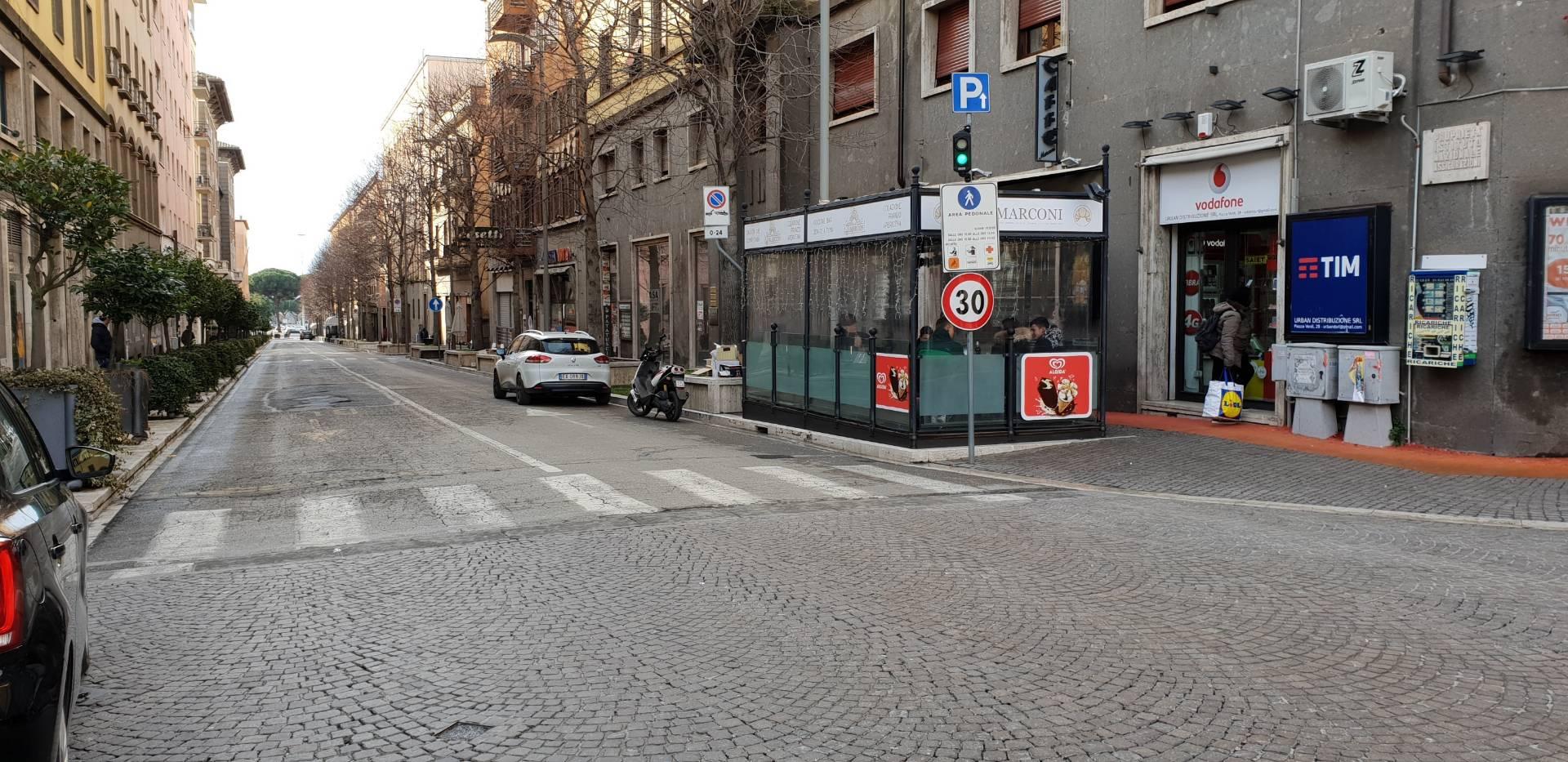 Negozio / Locale in affitto a Viterbo, 9999 locali, zona Zona: Centro, prezzo € 850   CambioCasa.it