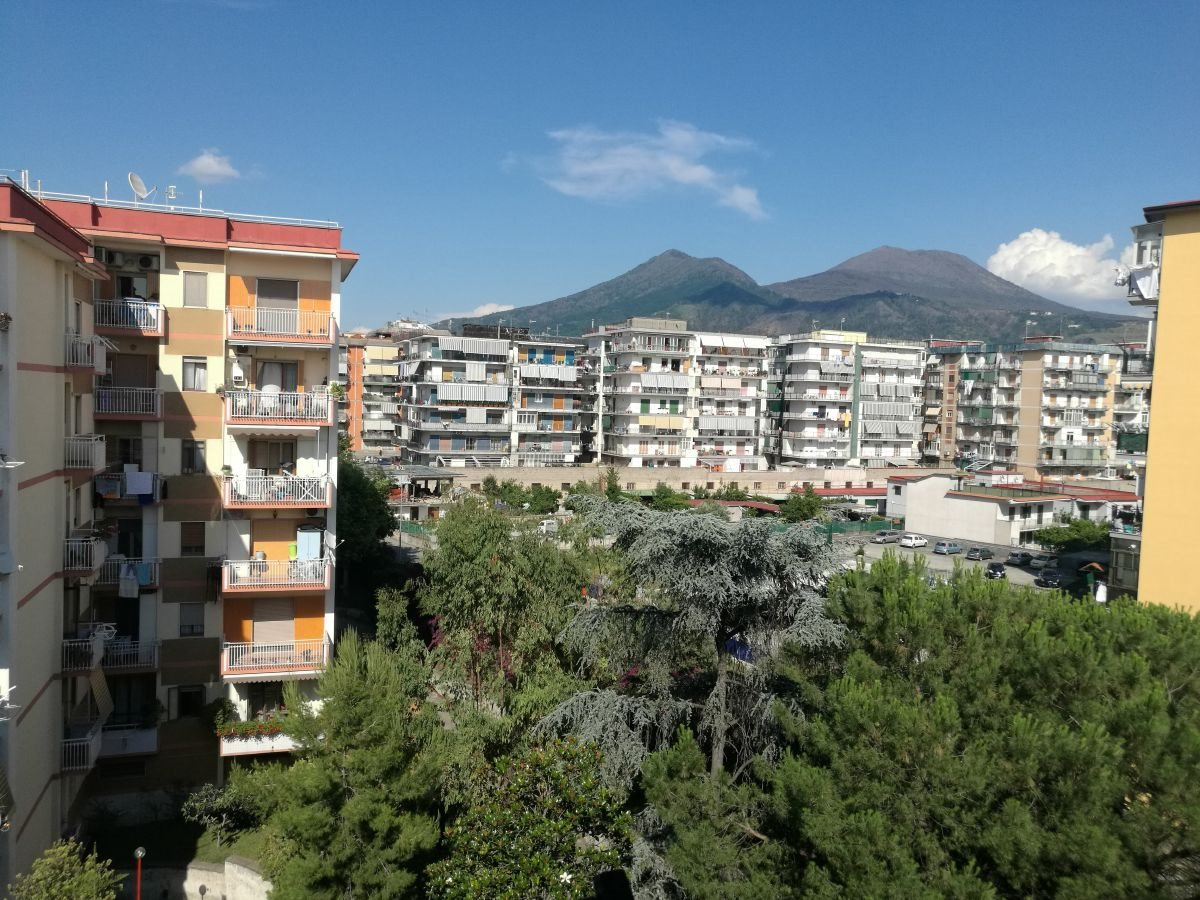 Appartamento in vendita a San Giorgio a Cremano, 4 locali, prezzo € 270.000 | CambioCasa.it
