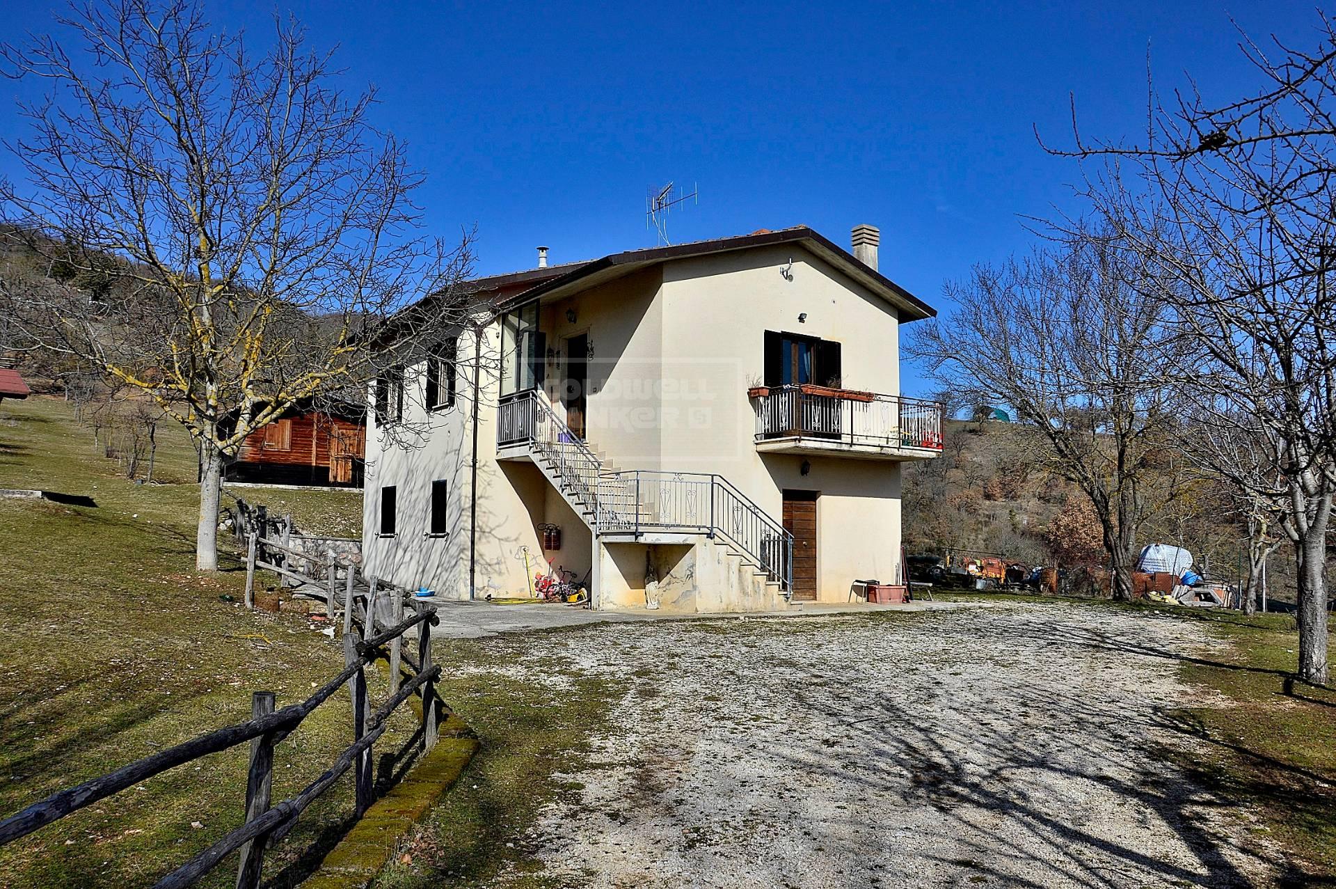 Villa in vendita a Cerreto di Spoleto, 6 locali, prezzo € 155.000 | CambioCasa.it