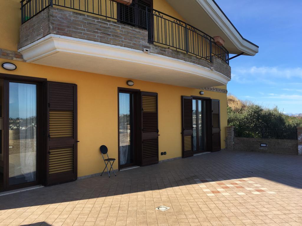 APPARTAMENTO in Affitto a Zona Colli, Pescara (PESCARA)