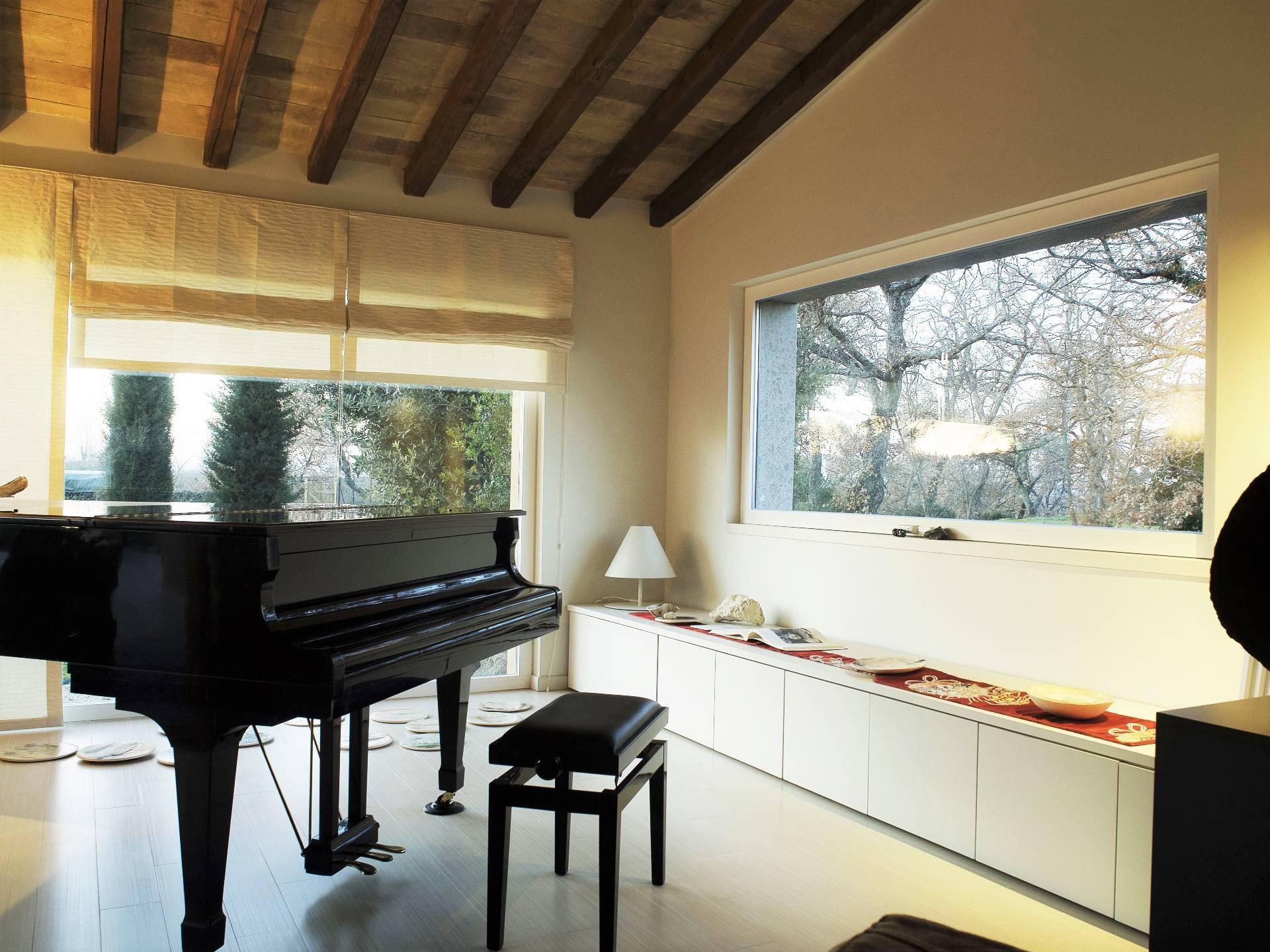 Villa in vendita a Vitorchiano, 6 locali, zona Località: Vitorchiano, prezzo € 780.000 | CambioCasa.it