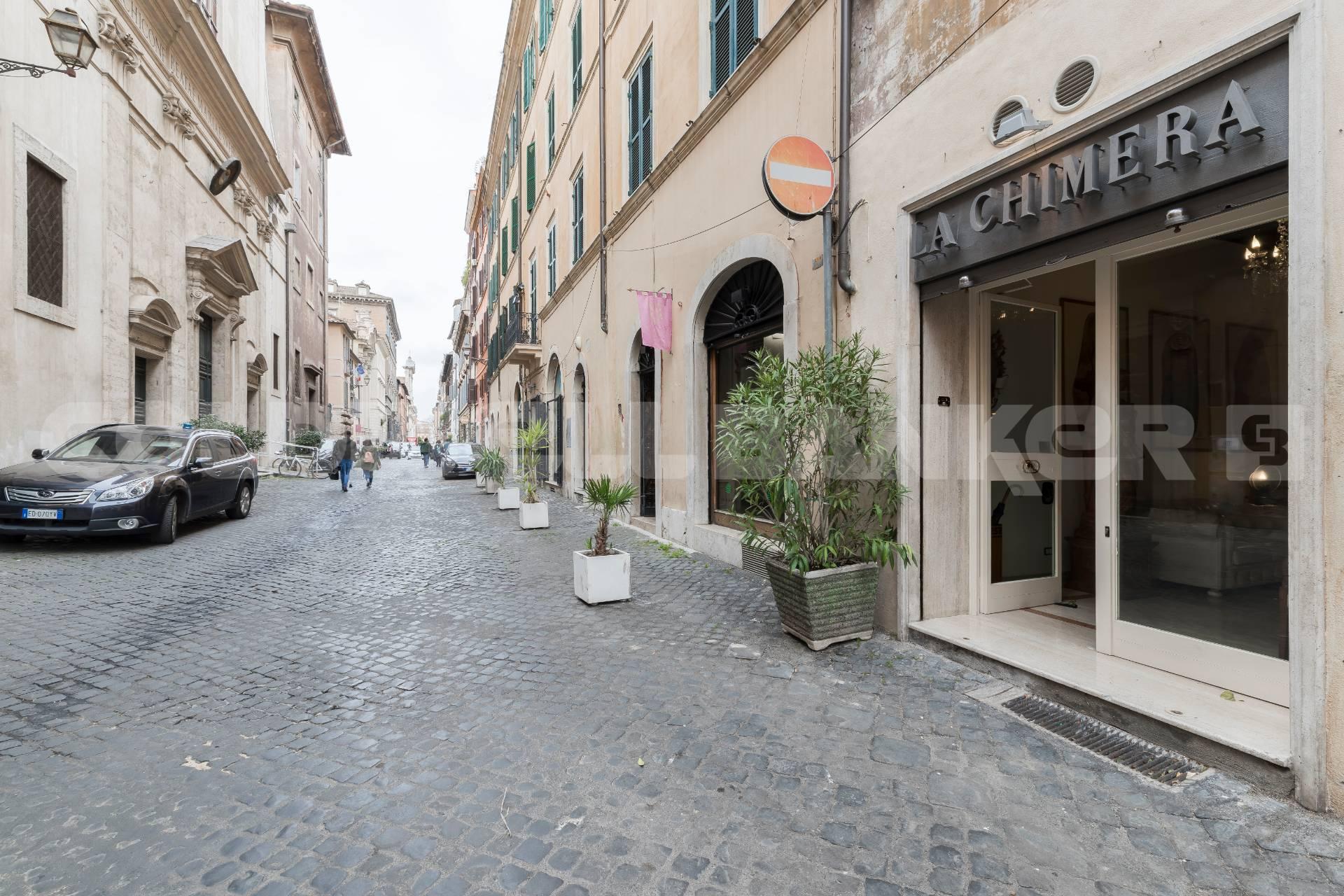 Cbi072 ex1323 negozio in affitto a roma centro storico for Affitto ufficio centro storico roma