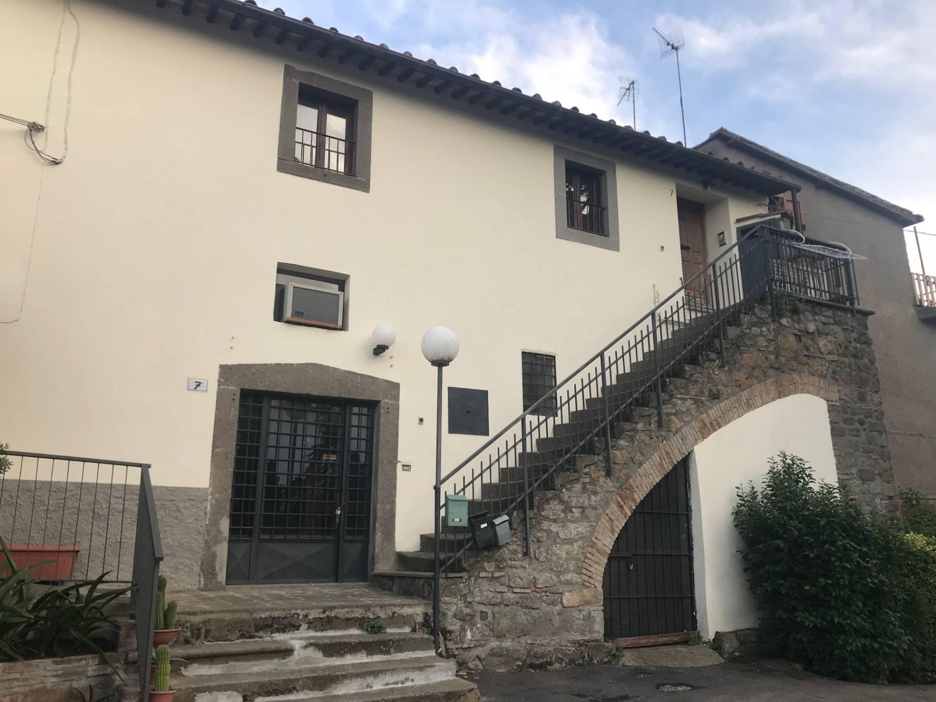 Appartamento in vendita a Viterbo, 3 locali, zona Zona: Periferia, prezzo € 49.000   CambioCasa.it