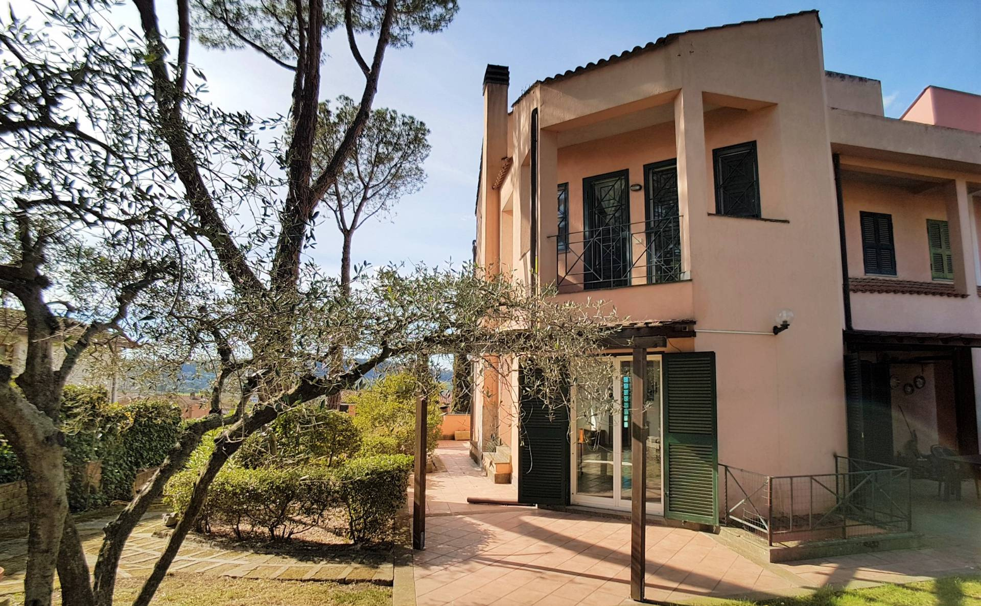 Villa in vendita a Campagnano di Roma, 13 locali, prezzo € 280.000 | CambioCasa.it