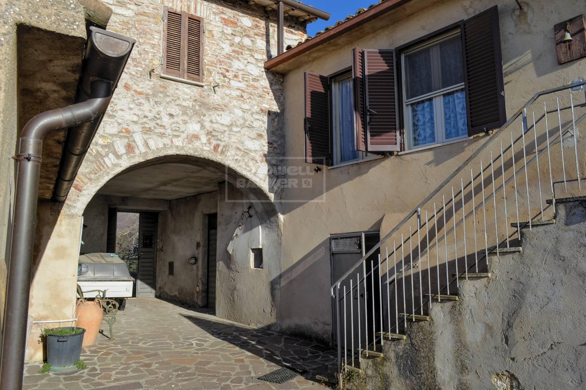 Cbi057 316 roviglieto casa semindipendente in vendita a for Affitto appartamento arredato foligno