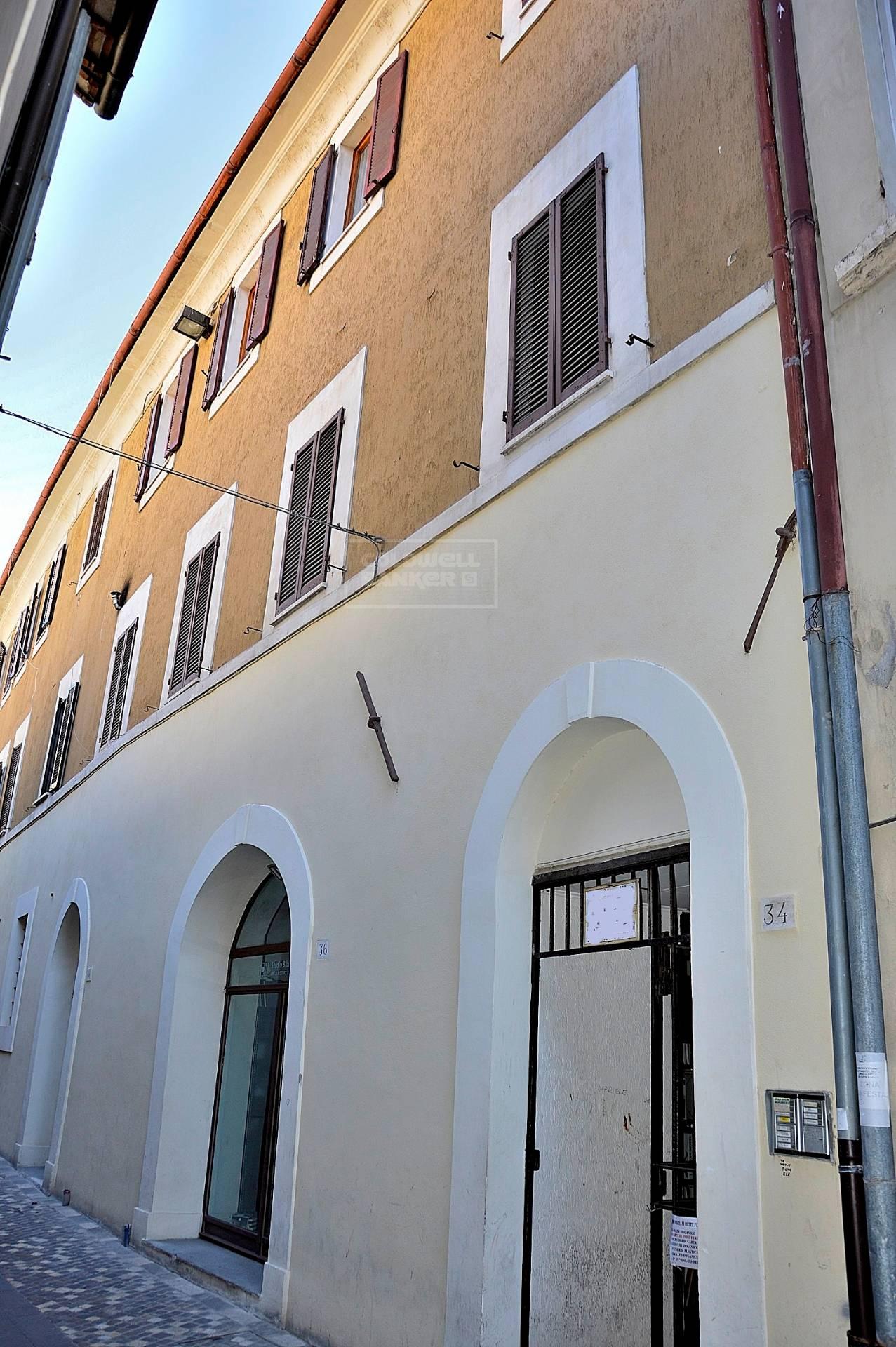 Appartamento in vendita a Foligno, 5 locali, prezzo € 68.000 | CambioCasa.it