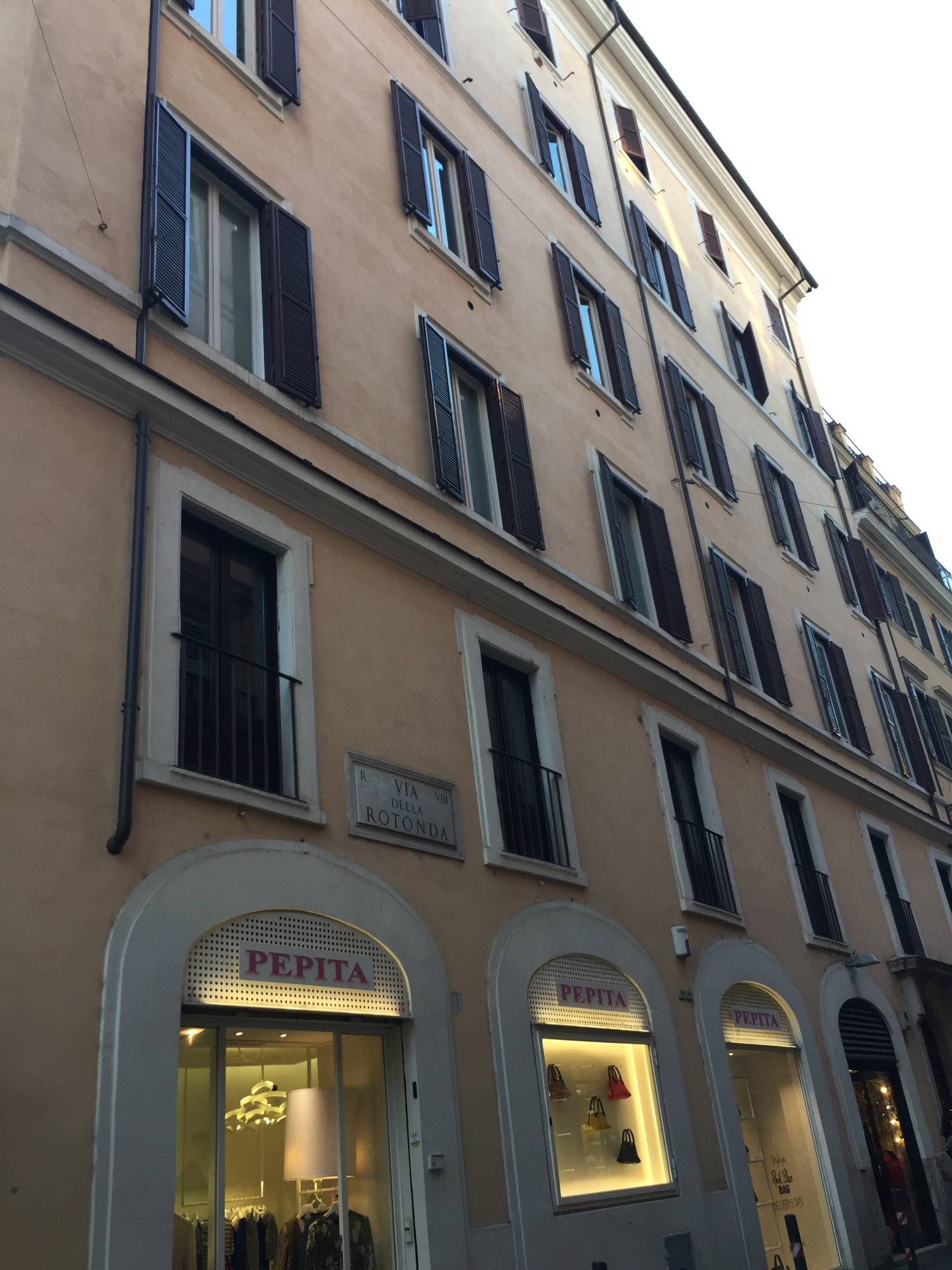 Cbi072 ex1205 appartamento in affitto a roma centro for Affitto ufficio centro storico roma