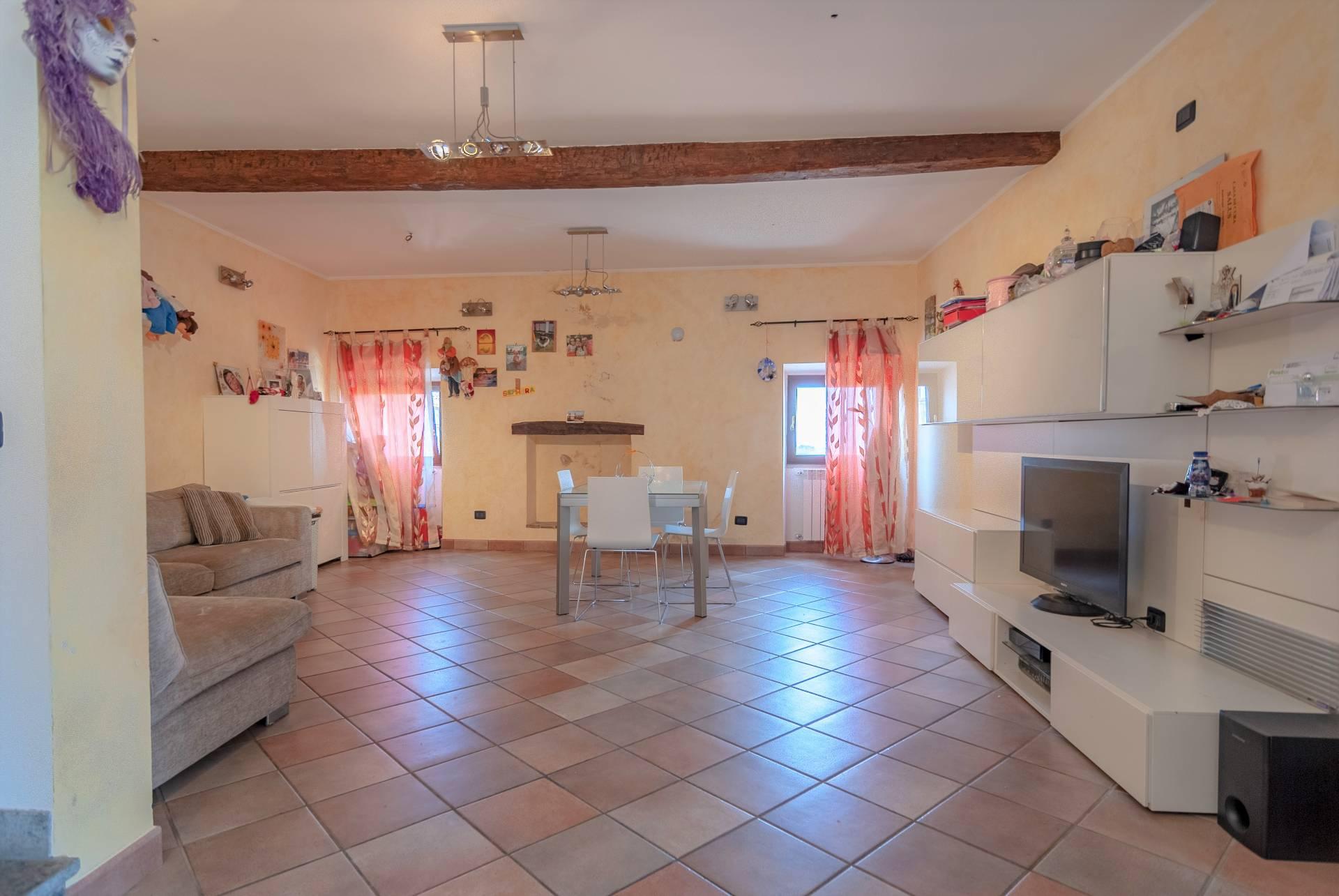 Appartamento in vendita a Viterbo, 3 locali, zona Zona: Bagnaia, prezzo € 85.000 | CambioCasa.it