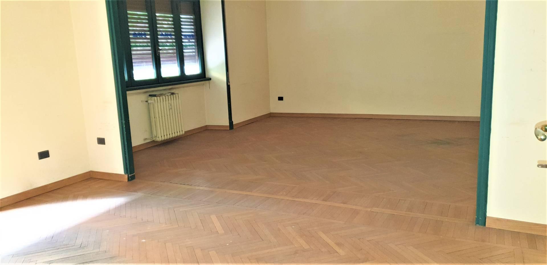 Ufficio / Studio in affitto a Viterbo, 9999 locali, zona Zona: Centro, prezzo € 1.000   CambioCasa.it