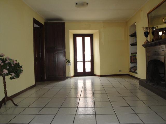 Appartamento in vendita a Viterbo, 3 locali, zona Zona: Bagnaia, prezzo € 80.000 | CambioCasa.it