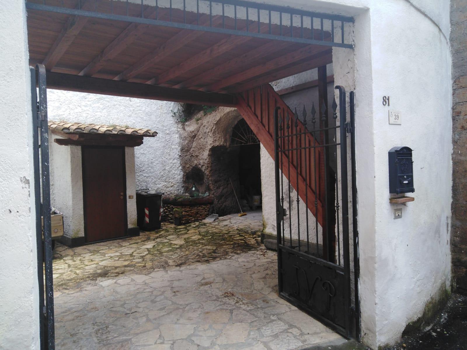 Appartamento in vendita a Carbognano, 5 locali, zona Località: centrale, prezzo € 55.000 | PortaleAgenzieImmobiliari.it