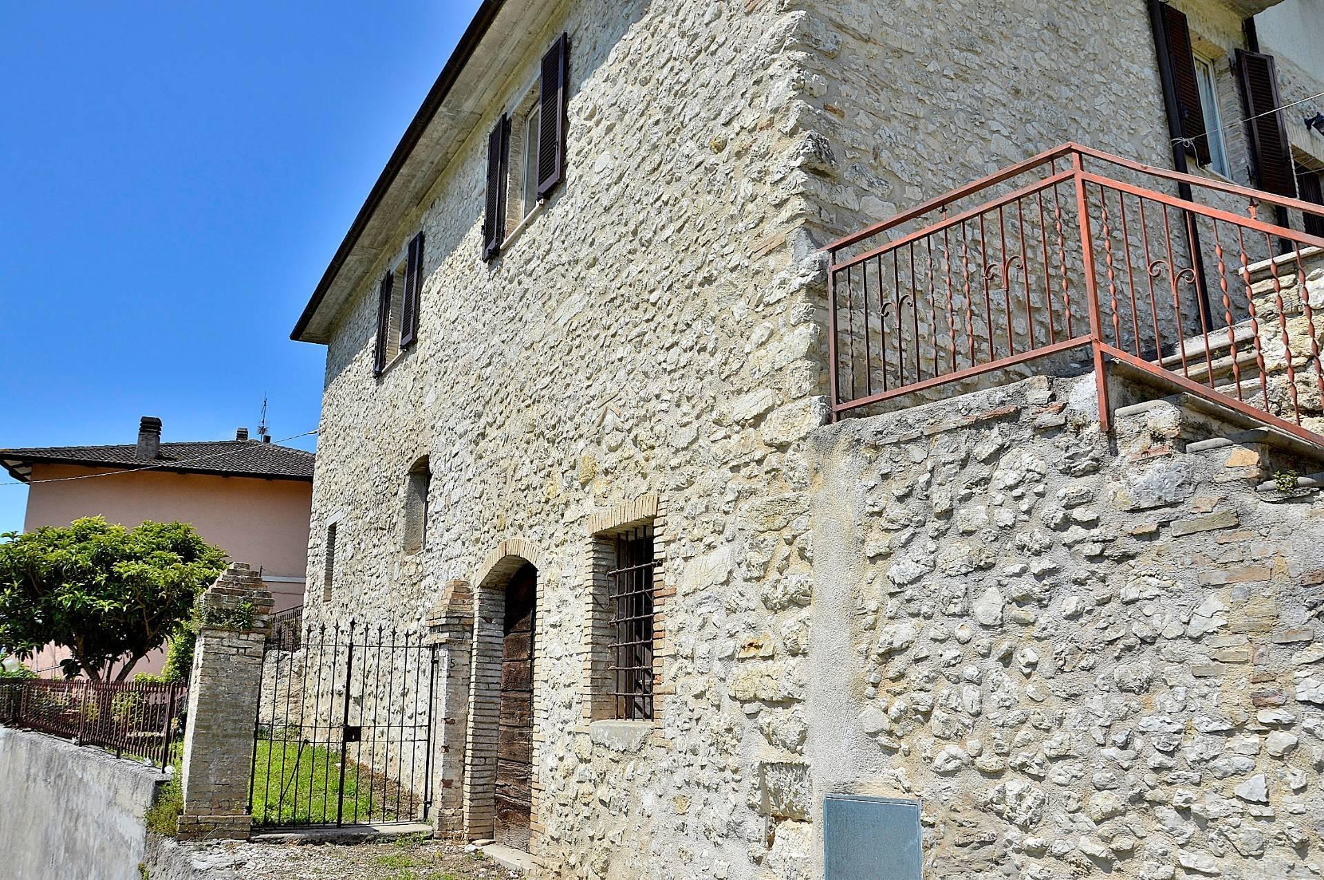 Soluzione Indipendente in vendita a Arrone, 8 locali, prezzo € 140.000 | CambioCasa.it