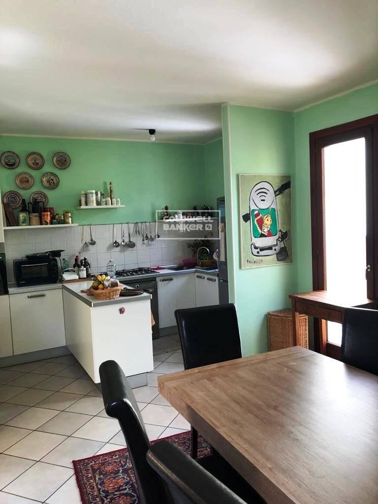 Appartamento in vendita a Brindisi, 4 locali, zona Località: Centro, prezzo € 350.000 | CambioCasa.it