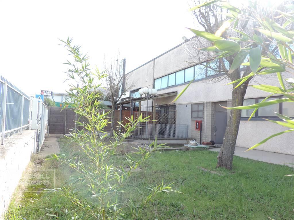 Negozio / Locale in affitto a Viterbo, 9999 locali, zona Zona: Periferia, prezzo € 1.500   CambioCasa.it