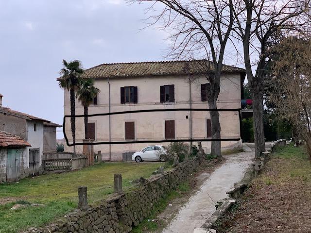 Appartamento in vendita a Ronciglione, 7 locali, zona Località: centrale, prezzo € 50.000   PortaleAgenzieImmobiliari.it