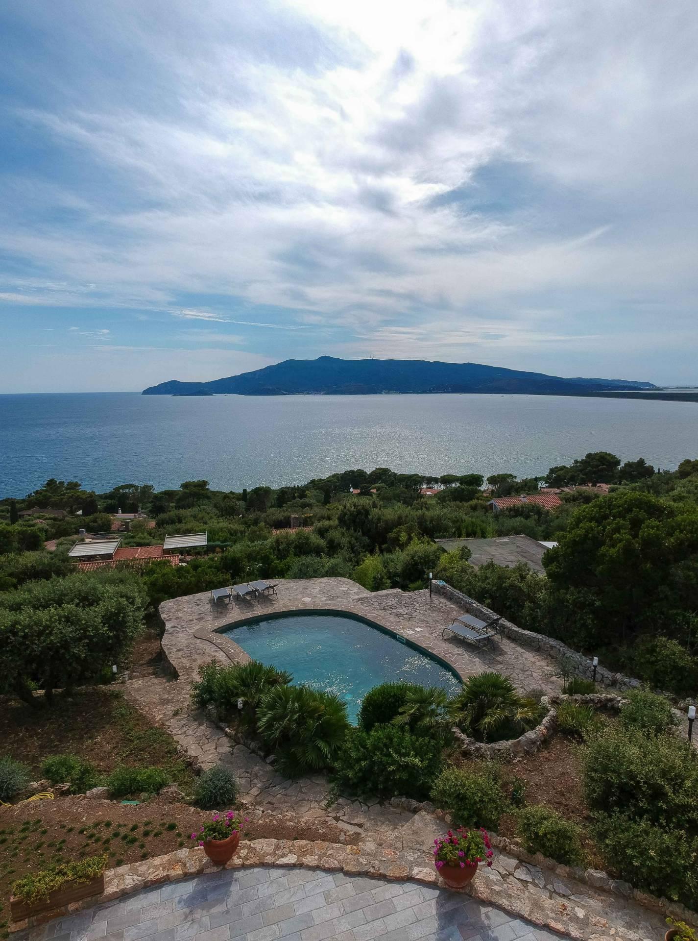 Villa in affitto a Orbetello, 11 locali, zona Zona: Ansedonia, prezzo € 40.000 | CambioCasa.it