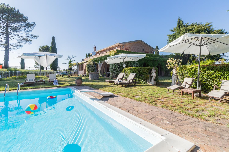 Rustico / Casale in vendita a Monteleone d'Orvieto, 20 locali, prezzo € 1.900.000 | CambioCasa.it