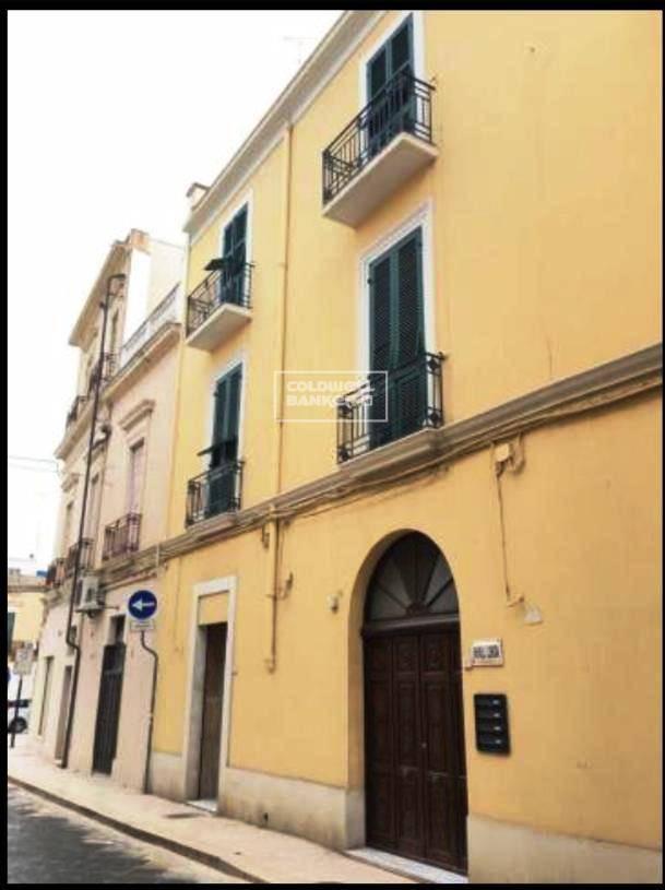 Appartamento in vendita a Brindisi, 7 locali, zona Località: Centro, prezzo € 220.000 | CambioCasa.it