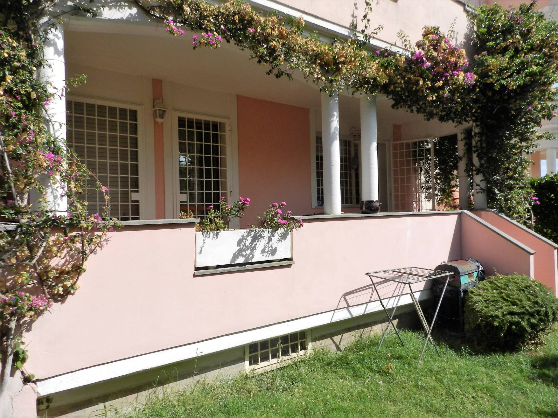 Appartamento in vendita a Santa Marinella, 5 locali, zona Località: Castelsecco, prezzo € 140.000 | CambioCasa.it