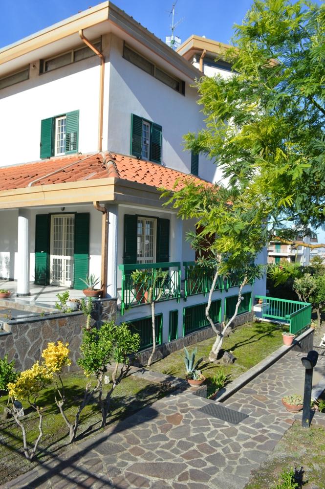 Villa in vendita a Pollena Trocchia, 7 locali, prezzo € 830.000 | CambioCasa.it