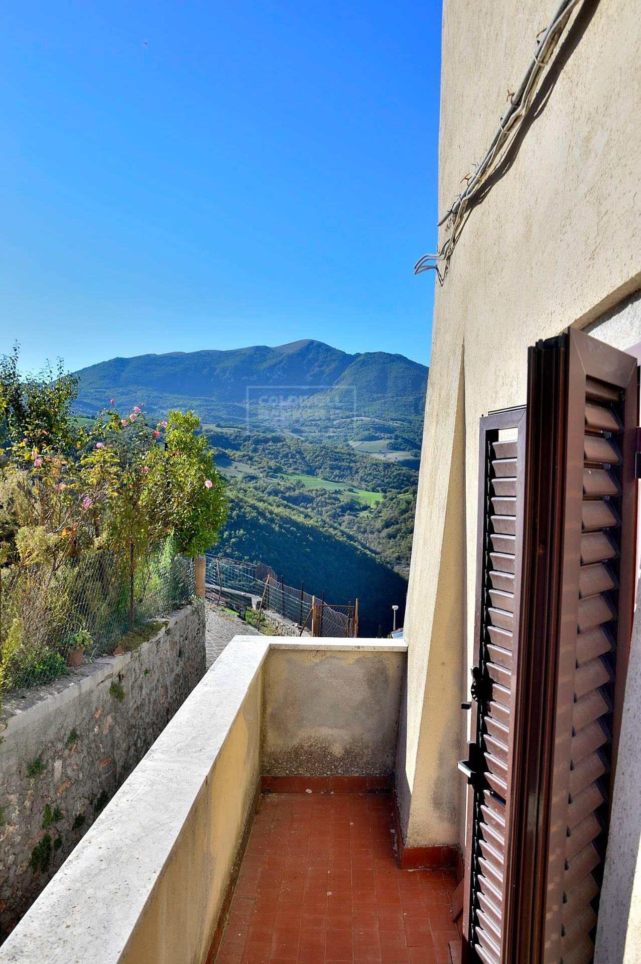 Appartamento in vendita a Cerreto di Spoleto, 3 locali, zona Località: CerretodiSpoleto-Centro, prezzo € 31.000 | PortaleAgenzieImmobiliari.it