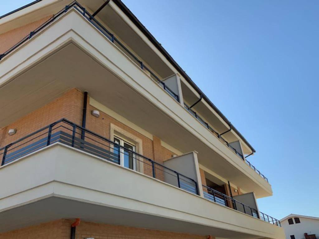 Appartamento in vendita a Castel Gandolfo, 3 locali, zona Località: Pavona-Laghetto, prezzo € 180.000 | PortaleAgenzieImmobiliari.it