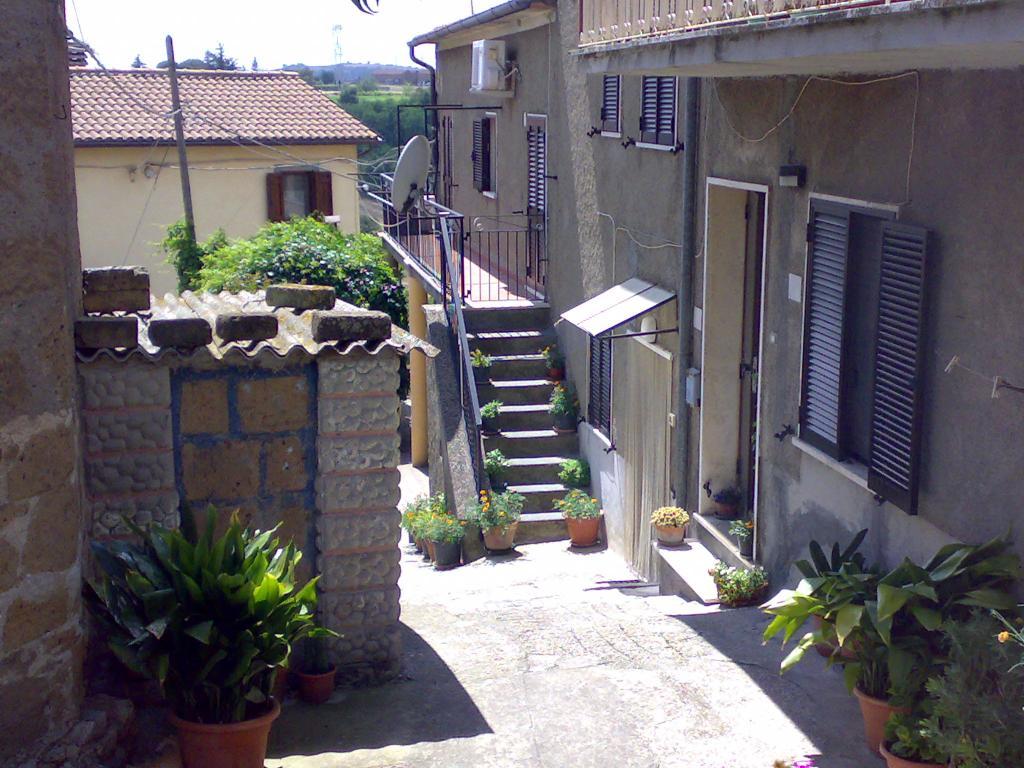 Appartamento in vendita a Viterbo, 3 locali, zona Località: GrotteS.oStefano, prezzo € 22.000 | CambioCasa.it