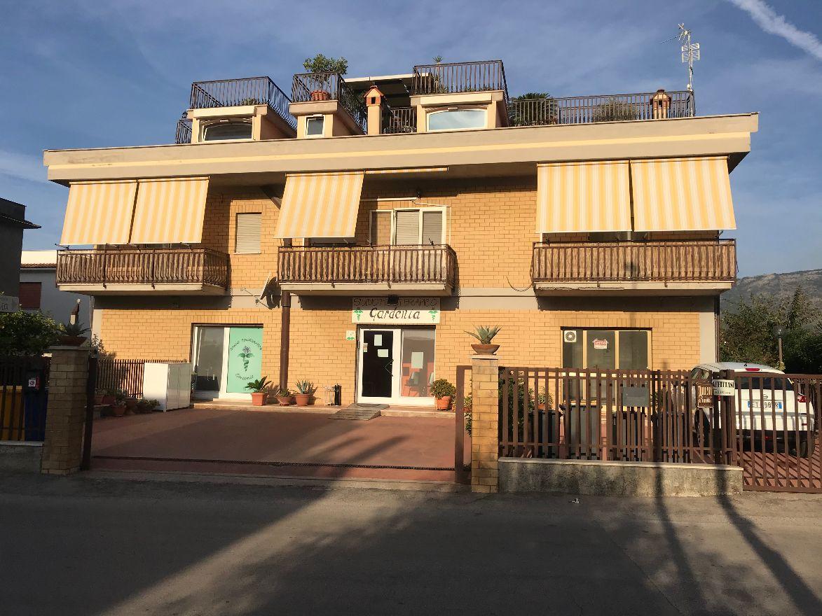 Negozio / Locale in affitto a Terracina, 9999 locali, prezzo € 600   CambioCasa.it